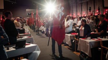 Igennem årene er der blevet slået mere end et enkelt skår i forholdet mellem fagbevægelsen og Socialdemokratiet, men de er altid blevet klinket igen, skriver dagens kronikør.
