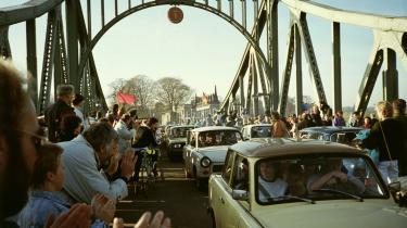 Østtyskere der kører ind i Vestberlin i november 1989.