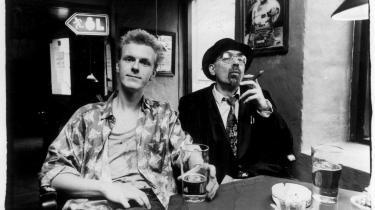 Halfdan E og Dan Turèlls første plade sammen 'Pas på pengene' udkom i 1993. Samme år døde Dan Turèll.