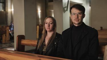 Marianna Loskot er 25 år og medicinstuderende. Szymon Zdziebko er 27 år og økonom og engelsklærer. De er faste kirkegængere og har mange af deres venner i kirken. Ved valget i oktober satte de begge kryds ved PiS.