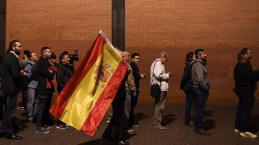 Søndag går spanierne til valg for fjerde gang på fire år. Tidligere var spansk politik domineret af to midtsøgende partier, nemlig PSOE og de konservative PP. Men det topartisystem blev smadret i 2015, da Podemos og det liberale centrumhøjreparti Cuidadanos kom på banen, og det politiske landskab er blevet yderligere fragmenteret, efter højrenationalisterne Vox er kommet til.