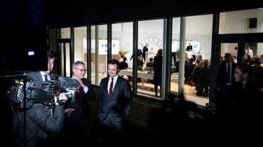 Erhvervsminister Simon Kollerup (S) og CEO hos Mærsk, Søren Skou, bliver interviewet under mødet på Marienborg om regeringens klimapartnerskaber med erhvervslivet.