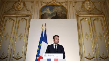 Hvis Macron virkelig skulle tage konsekvensen af protesterne, skulle han gøre alvor af noget, han tidligere har været fortaler for: At ændre det franske valgsystem og landets forfatning, så fransk politik ville blive mere repræsentativ, skriver Christian Bennike på lederplads.