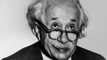 »Særligt nød jeg den klare fremstilling af Albert Einsteins årelange arbejde med at udvikle relativitetsteorien,« skriver Steen Nepper Larsen om bogen 'Af stjernestøv er du kommet – Forklaringer på hvorfor du er til'.