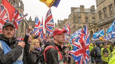 Den årlige march for skotsk uafængighed i oktoberblev mødt af pro-britiske moddemonstranter, men uafængighedspartiet SNP står til et godt valg.