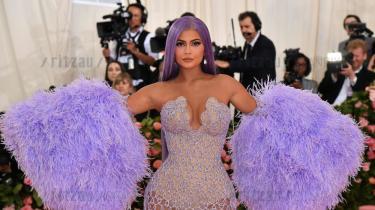 Kylie Jenner er for nyligt blevet verdens yngste milliarder, da hun solgte 51 procent af sit kosmetikbrand Kylie Cosmeticsfor firemilliarder kroner– en succes, der bygger på hendes 151 millioner følgere på Instagram.