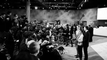 Egentlig blev spørgsmålet om magten i CDU afklaret i december 2018, da CDU's partiforkvinde, Annegret Kramp-Karrenbauer, slog Merz ved partiets kongres i Hamborg. Men i ugerne op til partiets 32. partidag i Leipzig fra torsdag aften til lørdag har magtspørgsmålet atter rejst sig i partiet.