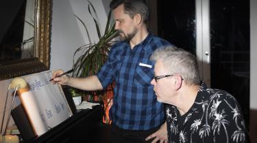 Nuværende musikredaktør Ralf Christensen fører penen, mens hans forgænger på posten, Klaus Lynggaard holder øje med det hele. De sidste fire grupper i VM i Album finder deres vindere og tabere.