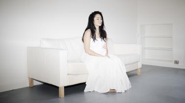 Mit liv er startet med den her adskillelse fra min koreanske mor. Jeg er blevet fortalt, at jeg er blevet givet væk i kærlighed, men det er en meget kompleks størrelse. På den ene side er det en varm historie, men på den anden side har jeg bekymret mig meget om, hvad der får nogen til at give deres barn væk, siger den danske dokumentarist Sun Hee Engelstoft, der har lavet en film om transnational adoption.