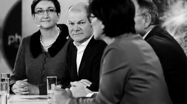 De to SPD-kandidatpar i formandsdebat. Til venstre er det Klara Geywitz og Olaf Scholz.