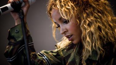 Tinashe på Roskilde Festival i 2017, inden hun droppede sit pladeselskab. Hendes nyeste album har hun produceret i sit sit hjemmestudie og udgivet på sit eget label Tinashe Music Inc.