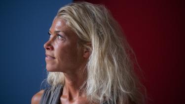 »I dag skal der skåles,« siger Louise Stenstrup, direktør i brancheforeningen Dansk Teater, og tilføjer, at der desværre ikke er råd til champagne. »For vi har jo allerede skullet spare 72 millioner kroner.«