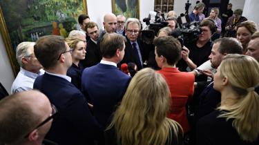 De politiske ledere fra støttepartierne står skulder om skulder med finansminister NicolaiWammen, da de præsenterer finansloven for 2020 sent mandag aften. En finanslov uden de store udlændingepolitiske tiltag