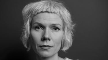Hanne Ørstavik skriver med en særegen sart og søgende stil, og der er noget dragende over den tålmodighed, teksten forventer af sin læser.