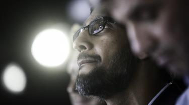 Med Sundar Pichai har Google-stifterne valgt en stilfærdig og næsten beskeden figur til at rage de forestående politiske kastanjer ud af ilden for sig. I stedet for at bade sig i blitzlys og teaterrøg bruger han sin fattige opvækst til at fortælle om sig selv.