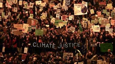 Mens de tekniske forhandlinger på COP 25 har stået på, har tusinder af demonstranter været på gaden i Madrid. Mandag starter de politiske forhandlinger.
