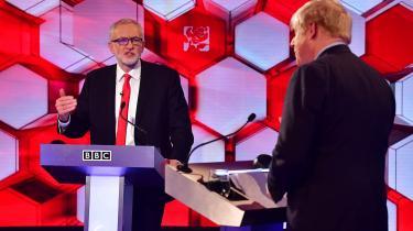 De konservative har holdt en klar føring valgkampen igennem, og det er formodentlig ikke længere et spørgsmål, om de bliver det største parti i det nye parlament – det gør de. Spørgsmålet er, om Boris Johnson får det flertalsmandat, han gik til valg på at opnå, og som er nødvendigt for at kunne gennemtvinge en hurtig skilsmisseaftale med EU.