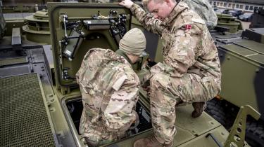 Vi skal leve op til vores forpligtelser i NATO. Men forsvaret er mere end fly og kanoner, og vi behøver ikke bruge alle midlerne på militært isenkram.Vi forslår blandt andet, at der oprettes en række nye praktik- og elevpladser i det danske forsvar.