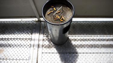 »Det er svært at opfatte Philip Morris' udmelding som andet end et røgslør, der skal fjerne fokus fra den grundlæggende kendsgerning, at deres kerneforretning er meget, meget dårlig for folkesundheden,« skriver Mathias Sindberg.
