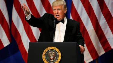 Donald Trump kunne skyde en mand på 5th Avenue og stadig blive valgt til præsident. Det jokede han i hvert fald selv med selv. Men røvhullernes årti viste os, at han måske faktisk havde ret.