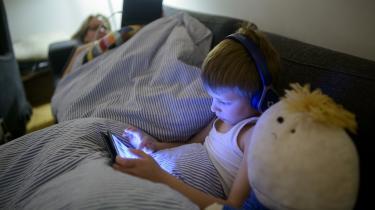 I 2010'erne listede de små skærme sig for alvor ind i børnsliv. Kampene om fjernsynblev nu til kampe om iPads og telefoner. Arkivfoto