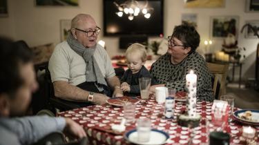 Ægteparret Johannes og Mette Boisen sammen med barnebarnet Aske.