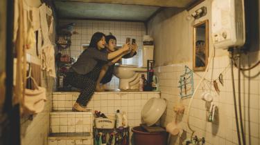 Familien Kim bor helt bogstaveligt på bunden af det sydkoreanske samfund i Bong Joon-hos fænomenale'Parasite', der blandt meget andet dissekerer landets strukturelle uligheder.