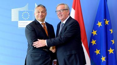 EU har forsøgtsig med flere værktøjer i kampen om at sikre fælles forståelse og efterlevelse af EU's værdier. Man har på forskellig vis forsøgt sig med afstandtagen og udskamning, som da daværende kommissionsformand Jean-Claude Juncker hilste Ungarns premierminister Viktor Orbán velkommen til et topmøde med ordene »… her kommer diktatoren – goddag hr. Diktator«. Denne strategi har dog endnu ikke vist sig at have den store effekt.