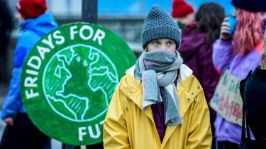 Vistår i, hvad man kan kaldedet thunbergske dilemma: Vi stiller os hellere bag en 16-årig piges frustration end bag en 600-siders IPCC-rapport, som er møjsommeligt udarbejdet af en stor gruppe forskere med bred konsensus.