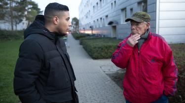 Studerende Mohamad Othman og pensionist Hasse Oschlak er henholdsvis talsmand og formand for beboerforeningen i Nøjsomhed, der sidste år kom på ghettolisten. Beboerne er mere bekymrede for planerne om tvangsflytninger end for kriminalitet i boligområdet, fortæller de.