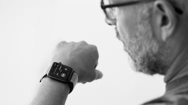 'Jeg ejer ikke et smartwatch, men jeg har bemærket, at flere i min omgangskreds er begyndt at gå med dem. Når snakken falder på funktionerne på deres ure, svarer jeg oprigtigt, at jeg godt kan se fordelene. Men jeg kan samtidig ikke lade være med at tænke på, hvor behovet kommer fra?', skriver Lukas Krag i dette debatindlæg.