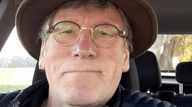 Han afsluttede 2019 med en cognac, men nu holder han hvid januar – en måned uden alkohol. Så føler Johnni Buch på 69 år sig mere frisk i hovedet. Og han kan bedre passe sine bukser