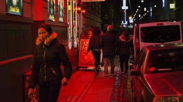 Flere undersøgelser vidner om, at i de samfund, hvor prostitution er legalt, er vold og voldtægter udbredt. Hvis købesex anerkendes som en form for vold i Danmark, ville det give god mening at følge for eksempel det svenske eksempel, hvor køberen straffes med op til et års fængsel,skriver dagens kronikør.