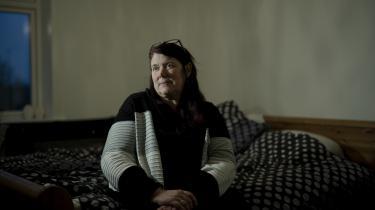 Berit Solveig Knudsen er en af de mange kvinder, der har oplevet vold eller trusler, mens de har passet deres arbejde i sundhedssektoren. Ifølge nye tal fra Rockwool Fonden har hver tredje kvinde ansat i sundhedssektoren oplevet vold eller trusler på arbejdet i løbet af det seneste år.