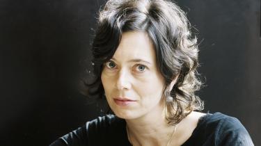 Eva Menasse er foreløbig et nyt navn på dansk. Forhåbentlig bliver hun en dag til et helt forfatterskab (hun har skrevet fire romaner ud over novellerne).