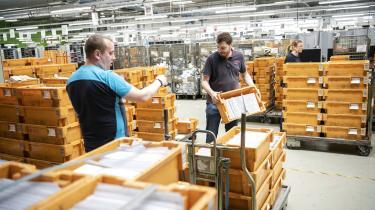 I bogen Fra sygt til sundt fravær beskriver lektor Ann-Kristina Løkke Møller, at Sydjyllands Postcenter lykkedes med at halvere sygefraværet fra ti til under fem procent ved blandt andet at indføre såkaldte trivselsdage.