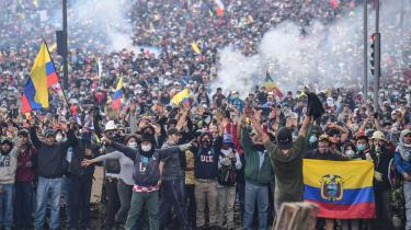 IMF har blandt andet pålagt Ecuador omfattende spareplaner, hvilket sidste år betød, at økonomien frøs, og under omfattende protester i landets hovedstad Quito i oktober over stigende oliepriser blev syv mennesker dræbt.