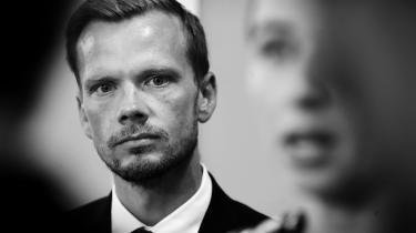 Beskæftigelsesminister Peter Hummelgaard (S) har sagt, at regeringen i første omgang hellere vil prioritere den stort anlagte tilbagetrækningsreform end at hæve dagpengesatsen.