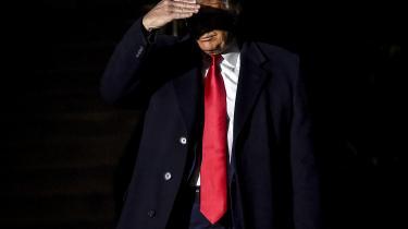 Den amerikanske præsident er anklaget for to ting: misbrug af embedet og for at modarbejde Kongressen i dens undersøgelse af hans potentielle magtmisbrug. Sagen centrerer sig om ét spørgsmål: Afpressede Donald Trump Ukraines præsident til at indlede en efterforskning af demokraten Joe Biden og sønnen Hunter Biden?