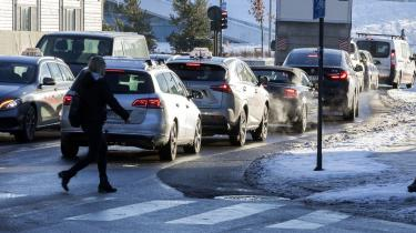 I Oslo har man lukket flere gader af for biltrafik, reduceret hastighedsgrænser og tilskyndet forældre til ikke at køre deres børn i skole. Alt sammen som del af at omstille byen til en kulstofneutral by, hvilket også har medført en reduktion af dræbte i trafikken.