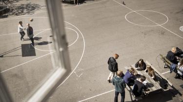 »Børne- og ungeydelsen udgør en stor del af mange udsatte familiers indtægt. Når vi tager den, gør vi familiens situation vanskeligere, og det kan skabe mere skolevægring og flere sociale problemer, så de her regler kan komme til virke stik imod hensigten,« siger Thomas Medom, børn og unge-rådmand for SF.