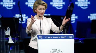 Ursula von der Leyen taler under åbningen af World Economis Forum. Her er alt, hvad du skal vide om mødet, der i 50 år har bragt verdenseliten til det østlige Schweiz.