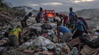 De fattigste ti procent af verdensbefolkningen ejer ingenting. På grænsen mellem Venezuela og Brasilien klarer lokale fattige sig ved at finde værdier på lossepladsen.