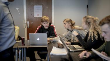 'De unge er blevet gode til at lægge strategier og regne ud, hvad der skal til for at få gode karakterer,' skriver journalist Lise Richter.