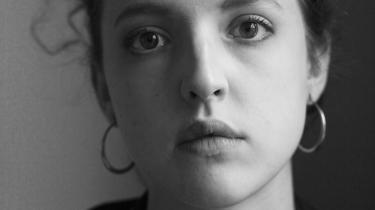 Isabella Hammads romanhandler om identitet som person og nation og om, hvordan livets valg og fravalg i sidste ende tegner sig som en form for skæbne.Kathy Coulter