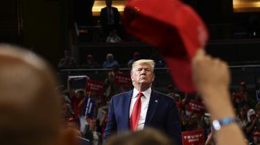 Trump har været hurtig til at fordømme den nye bog. Han kalder forfatterne Philip Rucker og Carol Leonnig for »tredjerangs« og skrev lørdag på Twitter, at deres ærinde ikke var spor andet end at »nedgøre en præsident, der udretter store ting for landet i rekordfart«.