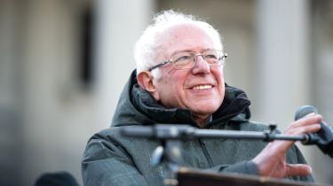 »Bliv ikke overrasket, kære læser, når Bernie Sanders vælges som demokraternes kandidat til præsidentvalget i november og siden indtager Det Hvide Hus i spidsen for en folkebevægelse, hvis lige USA ikke har set siden 1960'ernes borgerrettighedsbevægelse«