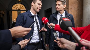 Anklagerne Lasse Biehl og Emil Folker kommenterer dommen i Københavns Byret, hvor de fik medhold i sagen om opløsning af banden Loyal To Familia. Forsvareren ankede dog straks dommen til landsretten, hvor der allerede er afsat 20 retsdage til behandling af sagen.