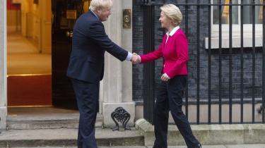 Formanden for EU-Kommissionen, Ursula von der Leyen (th), har gjort det klart forud for forhandlingerne med briterne om en frihandelaftale, at » uden den frie bevægelighed for borgere, kan man ikke havde den frie bevægelighed for varer, kapital og serviceydelser.« Den britiske premierminister, Boris Johnson, vil forsøge at få en frihandelsaftale uden tariffer og afgifter.  Foto: Martyn Wheatley/ZUMA Press/Ritzau Scanpix