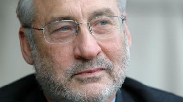 »Den allerede relativt lave forventede levealder faldt i de første to år af Trumps regeringstid. Millioner har mistet dækningsgrader i deres private sygesikringsordninger, og andelen af uforsikrede er på to år vokset fra 11 procent til næsten 14 procent, og dødsfald som følge af alkohol- og narkomisbrug samt selvmord lå i 2017 fire gang over niveauet fra 1999.« skriver Joseph E. Stiglitz, nobelprisvinder i økonomi.